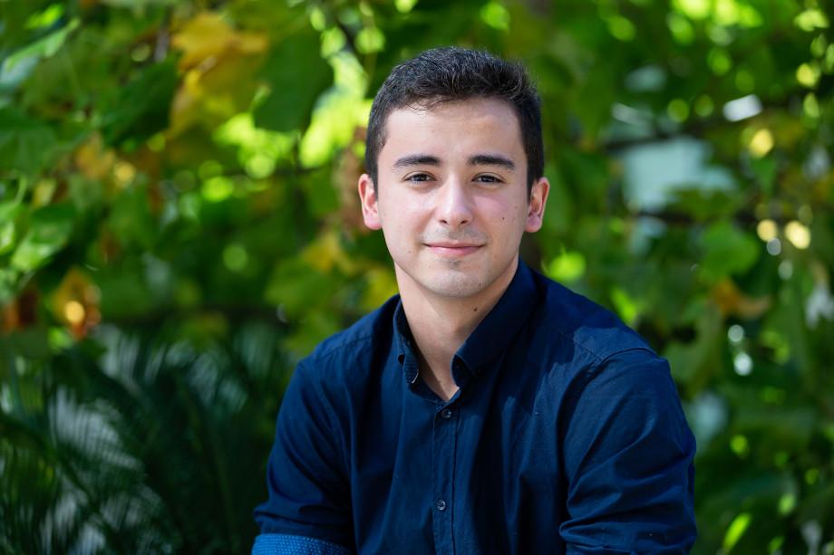 Headshot of honours student Pablo Bonilla.